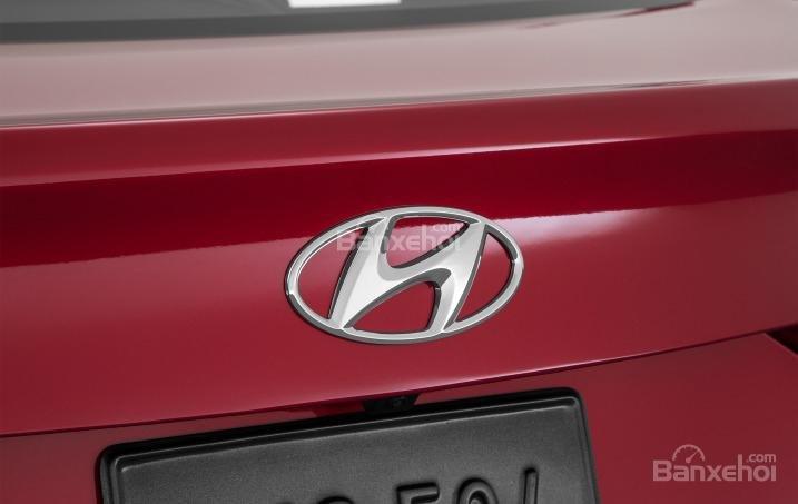 Đánh giá xe Hyundai Elantra 2016 phần đuôi 4