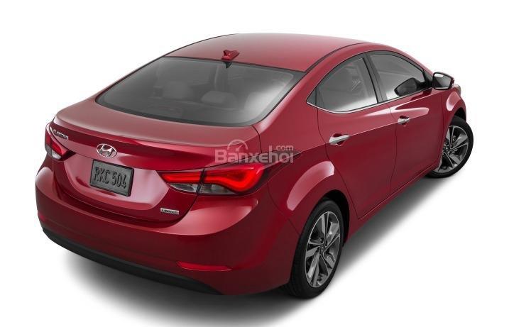 Đánh giá xe Hyundai Elantra 2016 phần đuôi 3.