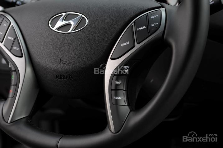 Đánh giá xe Hyundai Elantra 2016 phần nội thất 3.