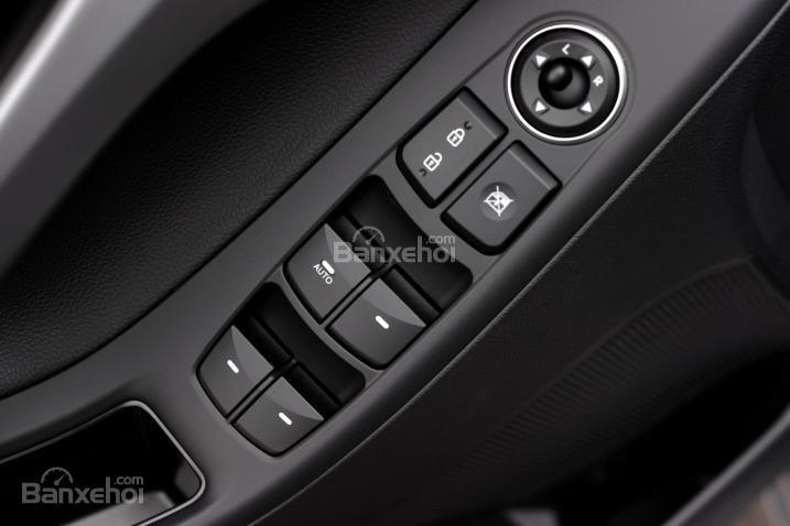 Đánh giá xe Hyundai Elantra 2016 phần nội thất 6.