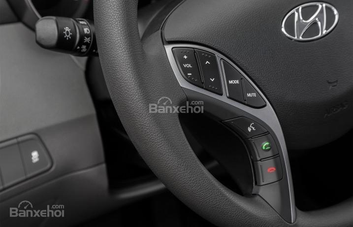 Đánh giá xe Hyundai Elantra 2016 phần nội thất 2.