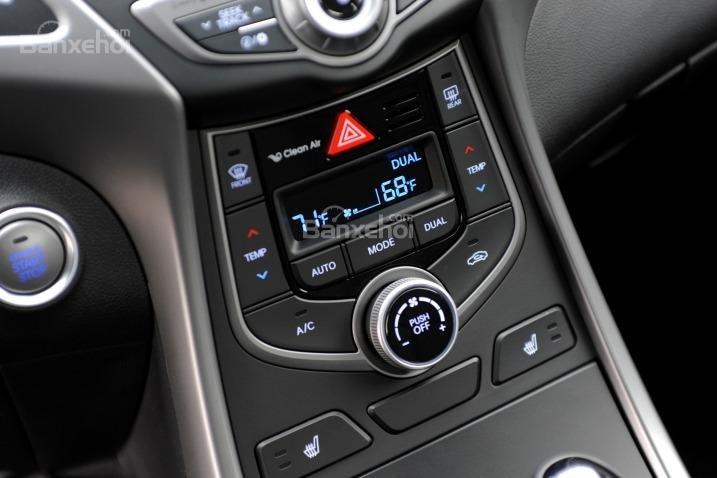 Đánh giá xe Hyundai Elantra 2016 phần tiện nghi 4.