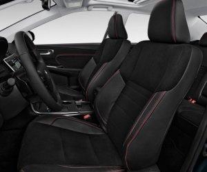 Ghế lái cảu Toyota Camry 2.5Q 2015 chỉnh điện 10 hướng và nhớ vị trí.