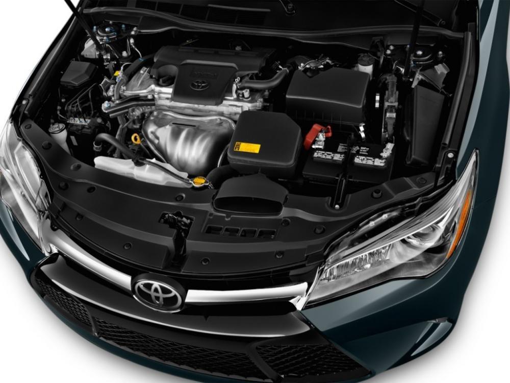 Động cơ của Toyota Camry 2.5Q 2015 có dung tích xilanh lớn hơn so với Peugeot 508 2015.