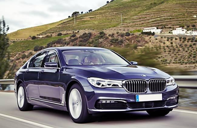 Đánh giá xe BMW 730Li: Lưới tản nhiệt truyền thống.