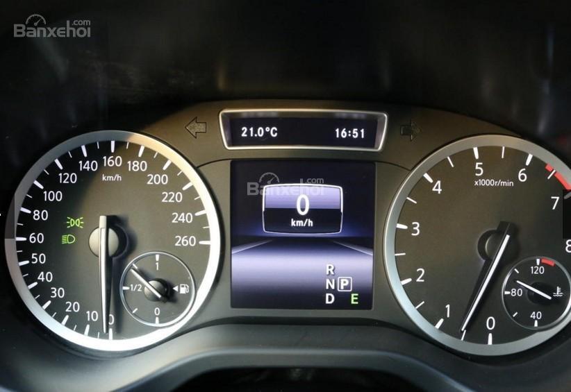 Đánh giá xe Infiniti Q30 2017: Cụm đồng hồ.