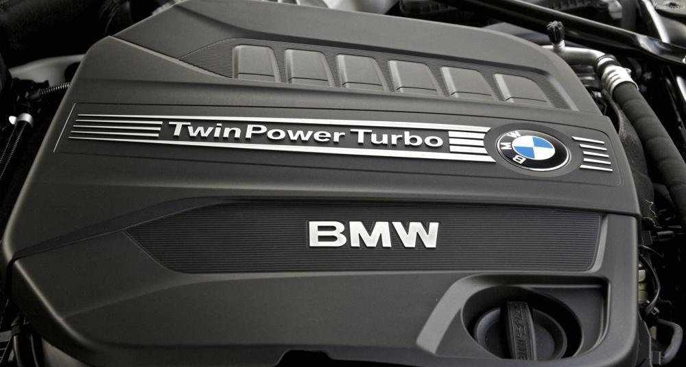 Đánh giá xe BMW 730Li cho cảm giác lái êm ái.