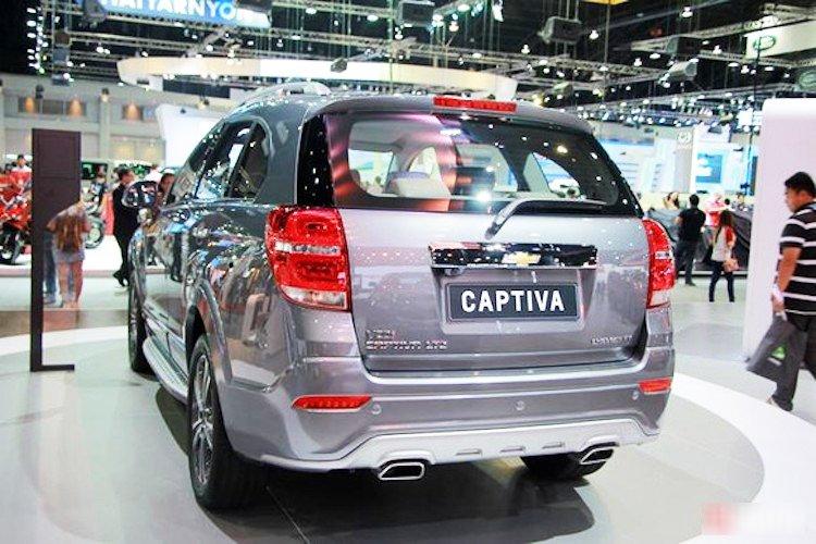 Đánh giá xe Chevrolet Captiva Revv 2016 có cụm ống xả thể thao bản to.