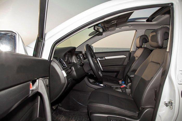 Đánh giá xe Chevrolet Captiva Revv 2016 có các hàng ghế bọc da.