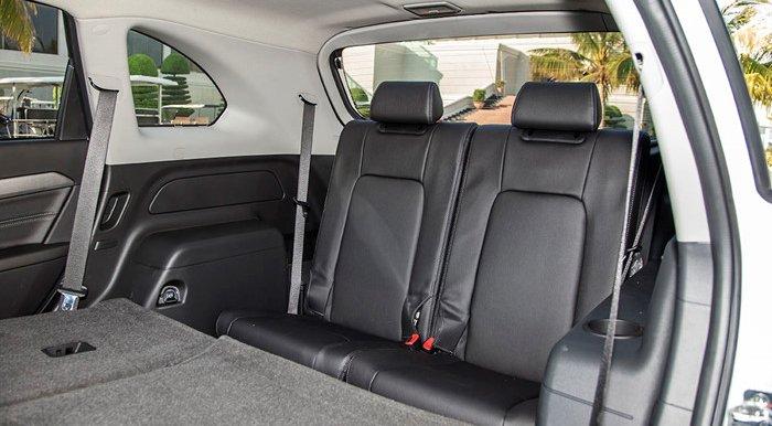 Đánh giá xe Chevrolet Captiva Revv 2016 có thể gập hàng ghế cuối giúp tăng diện tích cốp.