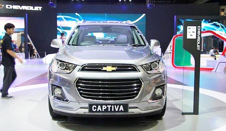 Đánh giá xe Chevrolet Captiva Revv 2016 có hệ thống tản nhiệt mạ chrome.