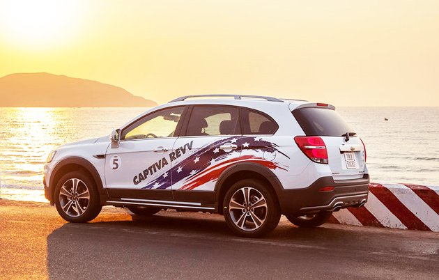 Đánh giá xe Chevrolet Captiva Revv 2016 có thân xe khá dài và rộng.