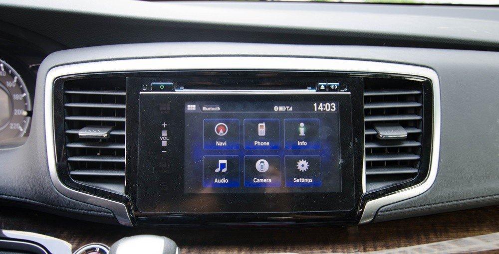 So sánh xe Kia Sedona 2015 và Honda Odyssey 2016 về trang bị tiện nghi 1