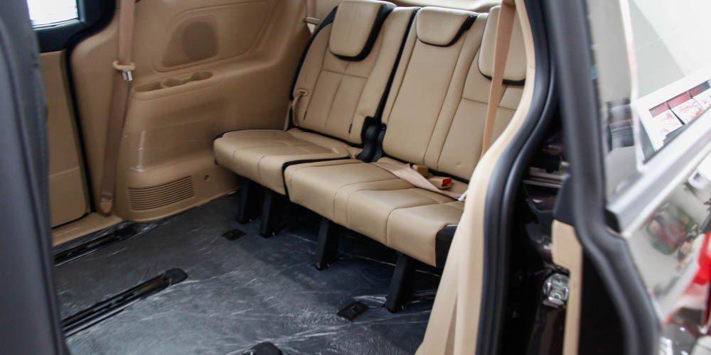So sánh xe Kia Sedona 2015 và Honda Odyssey 2016 về thiết kế ghế ngồi6