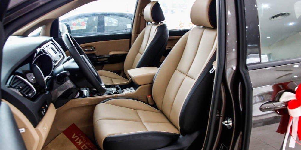 So sánh xe Kia Sedona 2015 và Honda Odyssey 2016 về thiết kế ghế ngồi.
