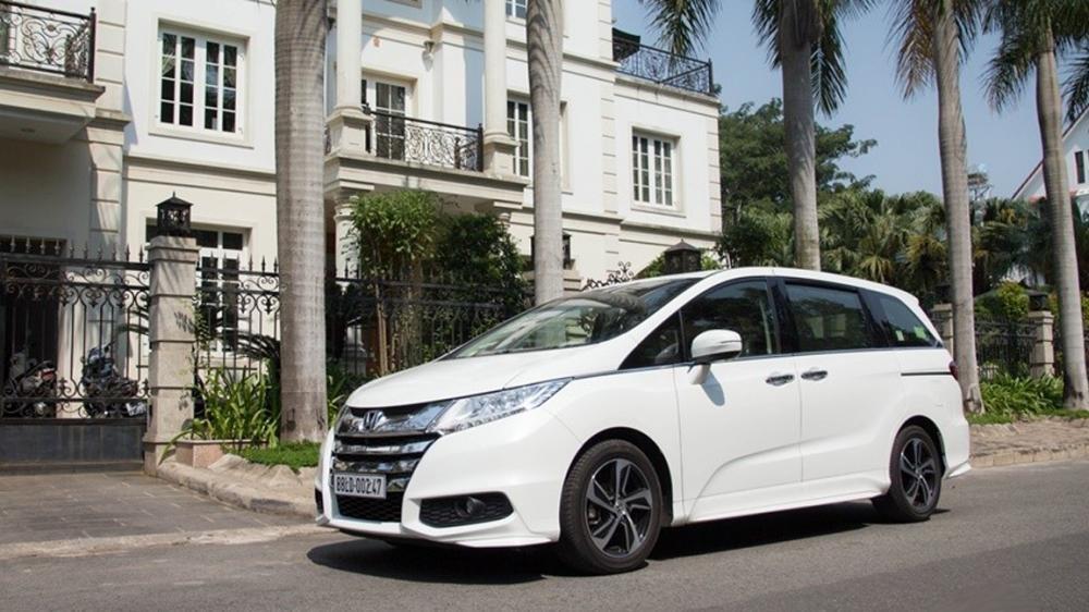 So sánh ngoại thất xe Kia Sedona 2015 và Honda Odyssey 2016 2