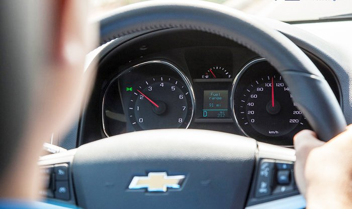 Đánh giá Chevrolet Captiva Revv 2016 có cụm đồng hồ hiển thị dễ nhìn.