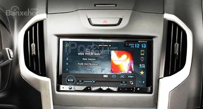 Đánh giá xe Isuzu D-MAX 3.0 có âm thanh chơi nhạc ấn tượng.
