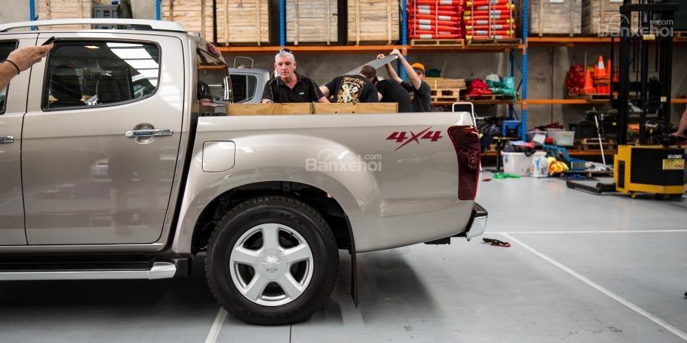 Đánh giá xe Isuzu D-MAX 3.0 có la zăng 5 chấu bản to.
