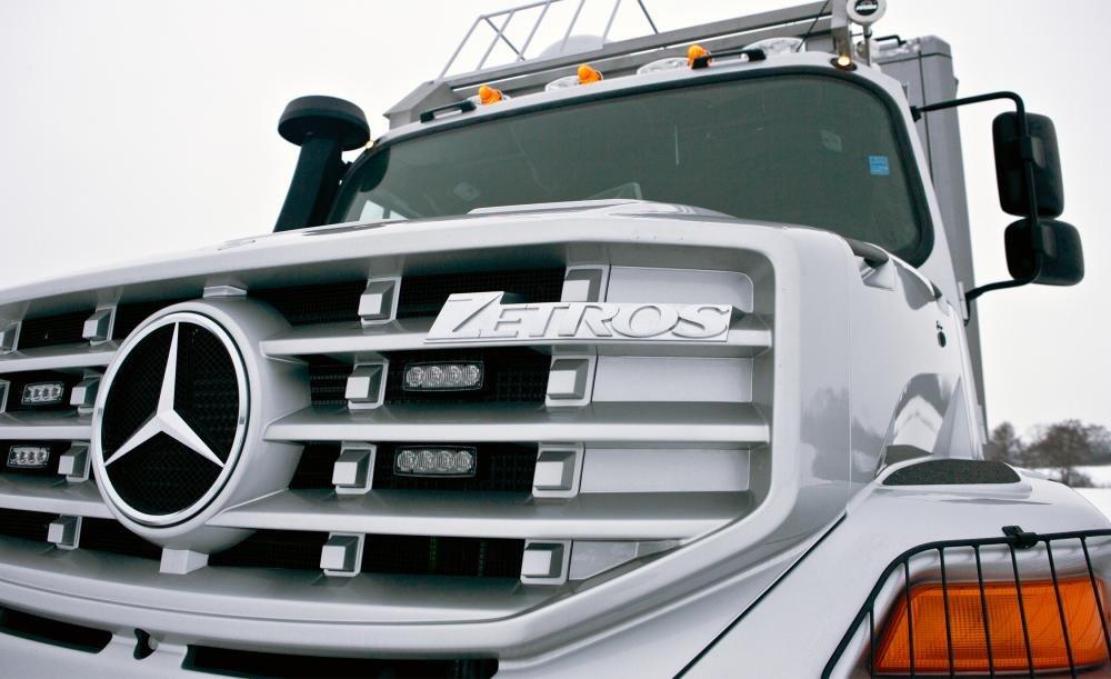 Mercedes-Benz Zetros 6x6 với thiết kế đầu xe ấn tượng.