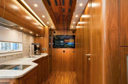 Khoang bếp tiện nghi của Mercedes-Benz Zetros 6x6.