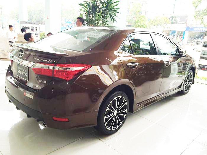 Đánh giá xe Toyota Corolla Altis 2016 có cụm đèn hậu hiện đại và đẹp hơn.