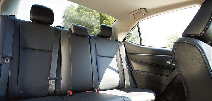 Đánh giá xe Toyota Corolla Altis 2016 có ghế bọc da sang trọng.