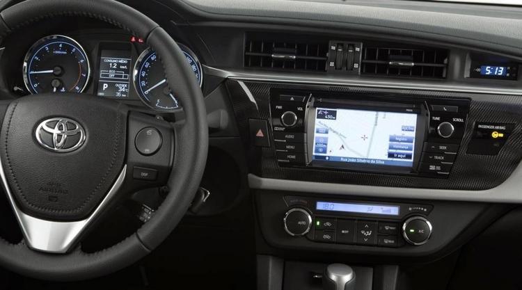 Đánh giá xe Toyota Corolla Altis 2016 có màn hình giải trí cảm ứng 7 inch (động cơ 2.0L).
