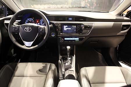 Đánh giá xe Toyota Corolla Altis 2016 không quá nhiều tiện nghi