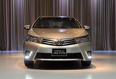 Đánh giá xe Toyota Corolla Altis 2016 có diện mạo đĩnh đạc hơn xưa.