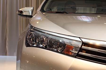 Đánh giá xe Toyota Corolla Altis 2016 có đèn pha Xenon đời mới.