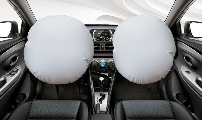 Toyota Vios trang bị 2 túi khí cho người lái và hành khách phía trước.