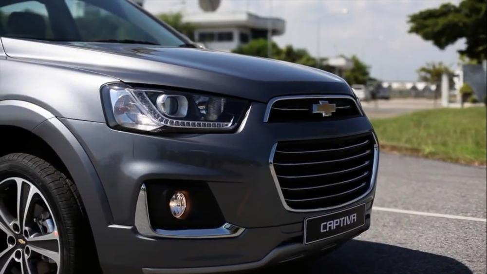 Ngoại thất Chevrolet Captiva Revv 4
