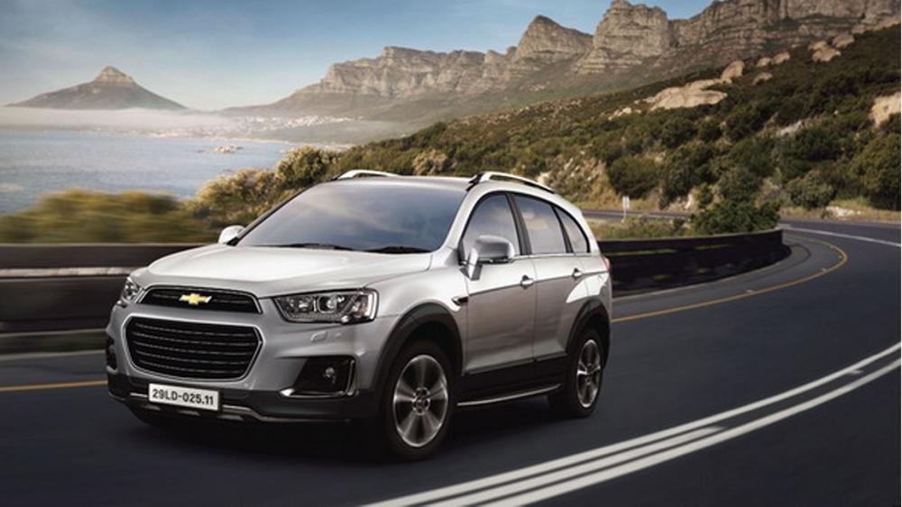 Tổng quát so sánh Chevrolet Captiva Revv và Hyundai SantaFe 2016.