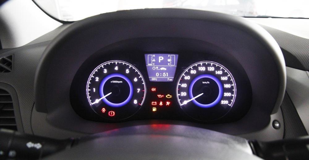 Đánh giá xe Hyundai Accent Blue 2015 có bảng đồng hồ hiển thị đẹp mắt.