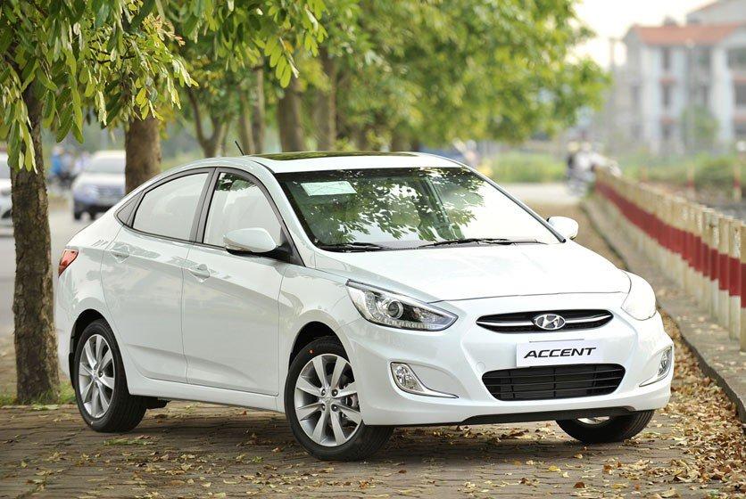 Đánh giá xe Hyundai Accent Blue 2015 có gương chiếu hậu chỉnh/gập điện.