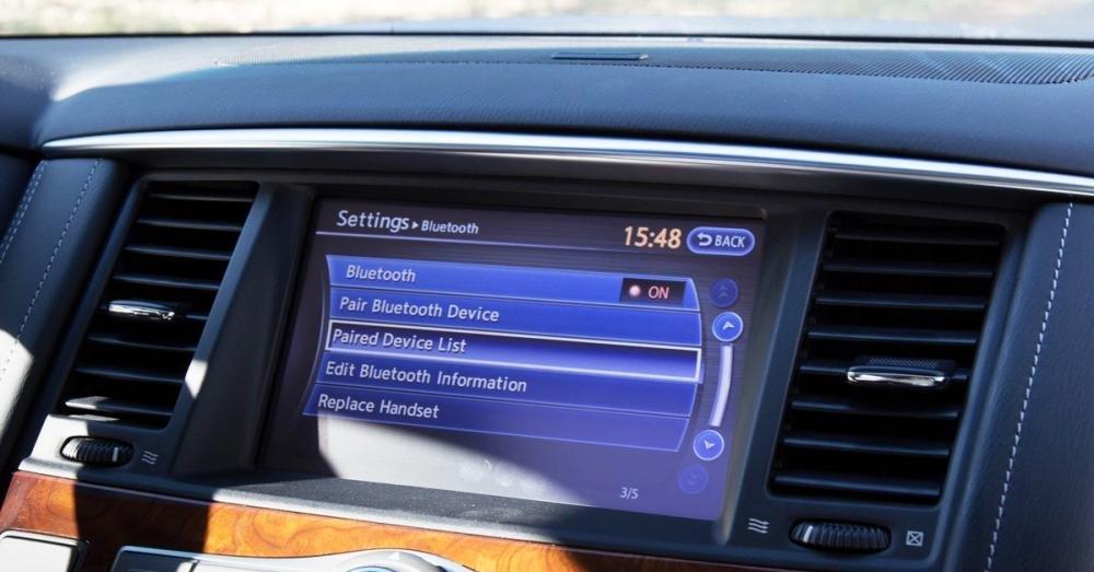 Đánh giá xe Infiniti QX80 2015 có màn hình cảm ứng đa chức năng.