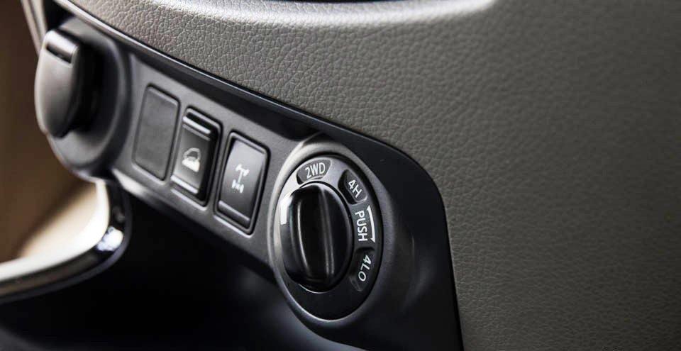 Đánh giá xe Nissan Navara 2015 trang bị hệ dẫn động 2 cầu bán thời gian.
