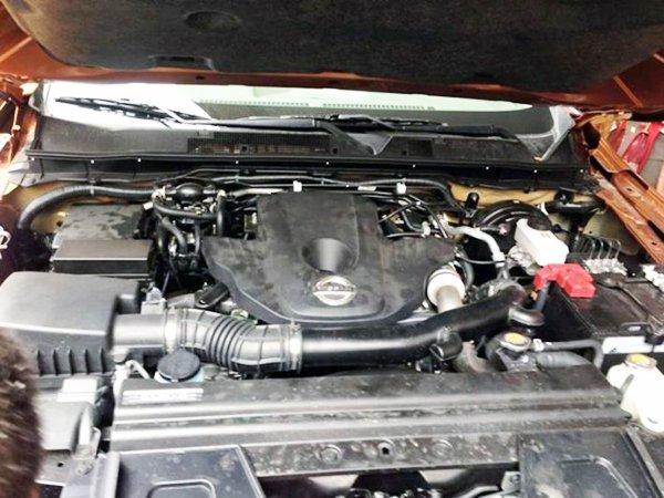 Đánh giá xe Nissan Navara 2015 trang bị động cơ Diesel 2.5 lít 4 xy-lanh.