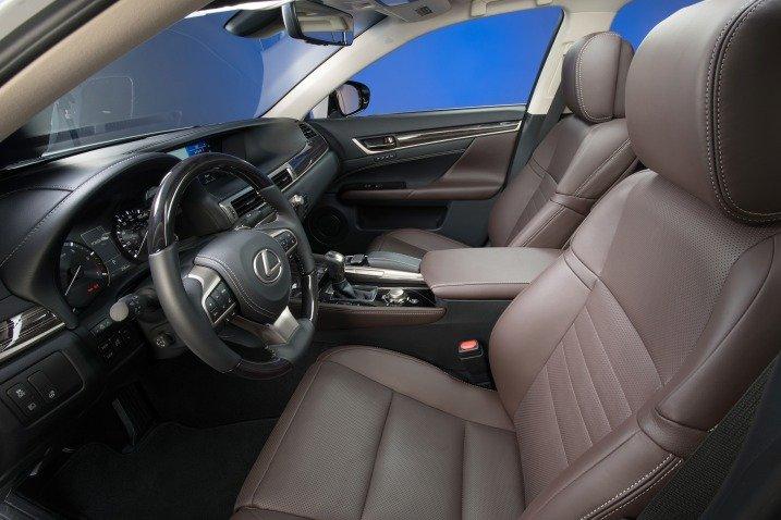 Đánh giá xe Lexus GS 350 2016: Ghế lái và ghế hành khách trước chỉnh điện 18 hướng.