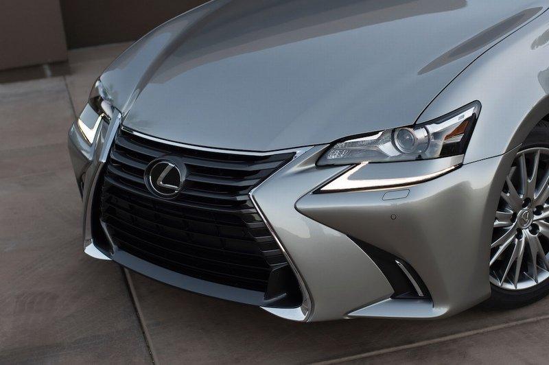 Đánh giá xe Lexus GS 350 2016: Sử dụng lưới tản nhiệt hình con suốt đặc trưng.