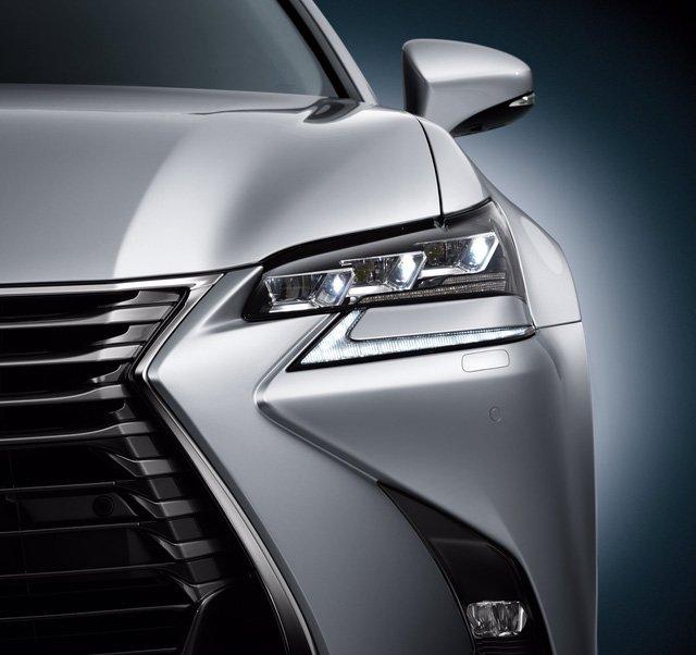 Đánh giá xe Lexus GS 350 2016: Cụm đèn pha gồm 3 bóng xếp lớn.