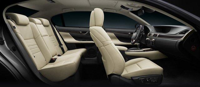Đánh giá xe Lexus GS 350 2016: Các ghế ngồi của Lexus GS 350 2016 được bọc da cao cấp semi-aniline.