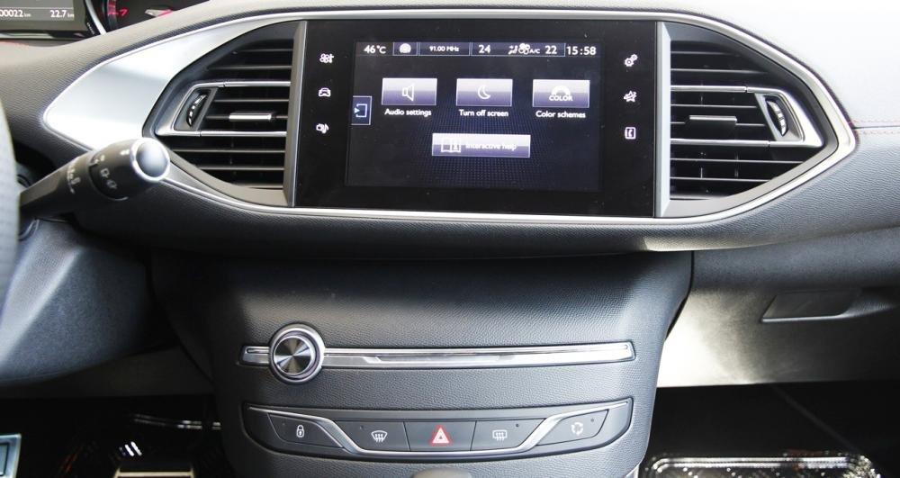 Đánh giá xe Peugeot 308 2015 có hệ thống giải trí thông minh.