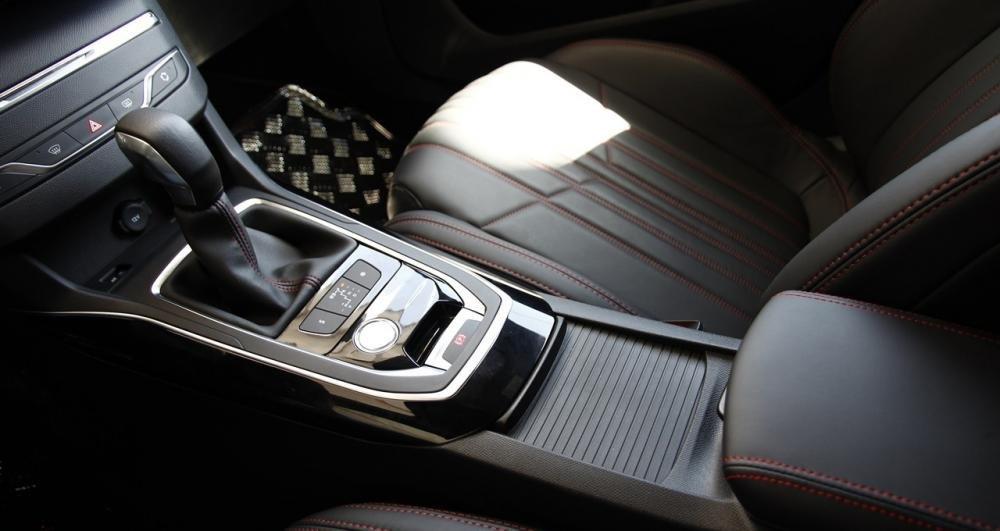 Đánh giá xe Peugeot 308 2015 có hộp số tự động 6 cấp.
