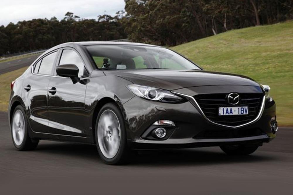 So sánh nhanh ngoại thất Mazda 3 sedan 2015 1