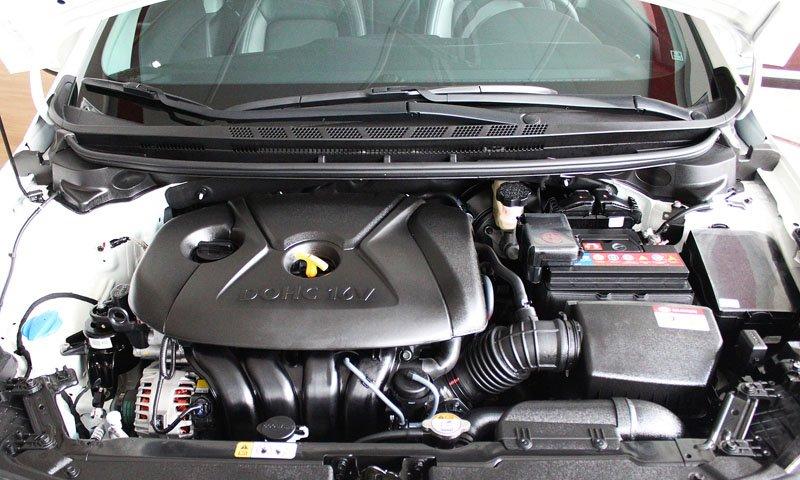 So sánh nhanh Mazda 3 sedan 2015 và Kia K3 2013 về động cơ1