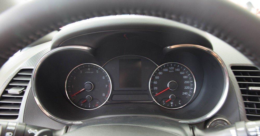 So sánh nhanh Mazda 3 sedan 2015 và Kia K3 2013 về thiết kế bảng đồng hồ lái 2