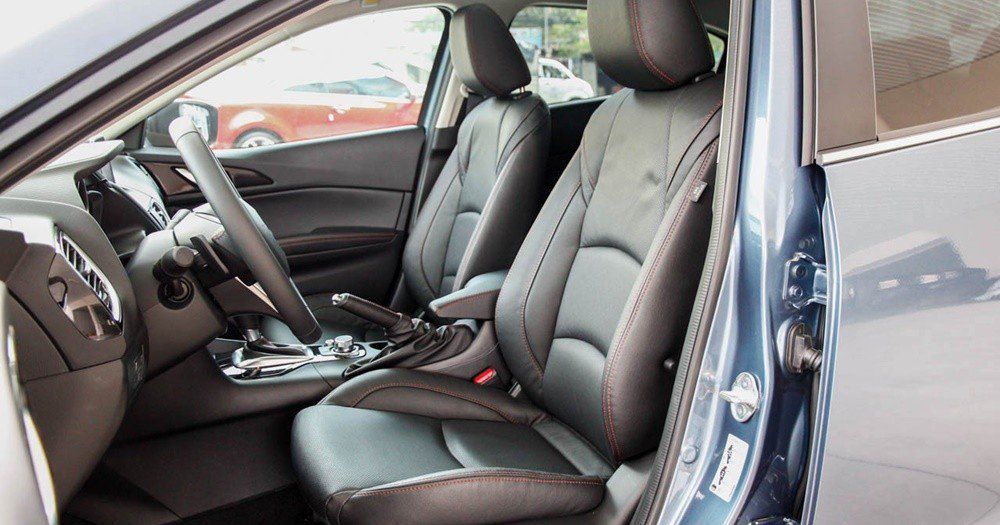 So sánh nhanh Mazda 3 sedan 2015 và Kia K3 2013 về thiết kế ghế ngồi.