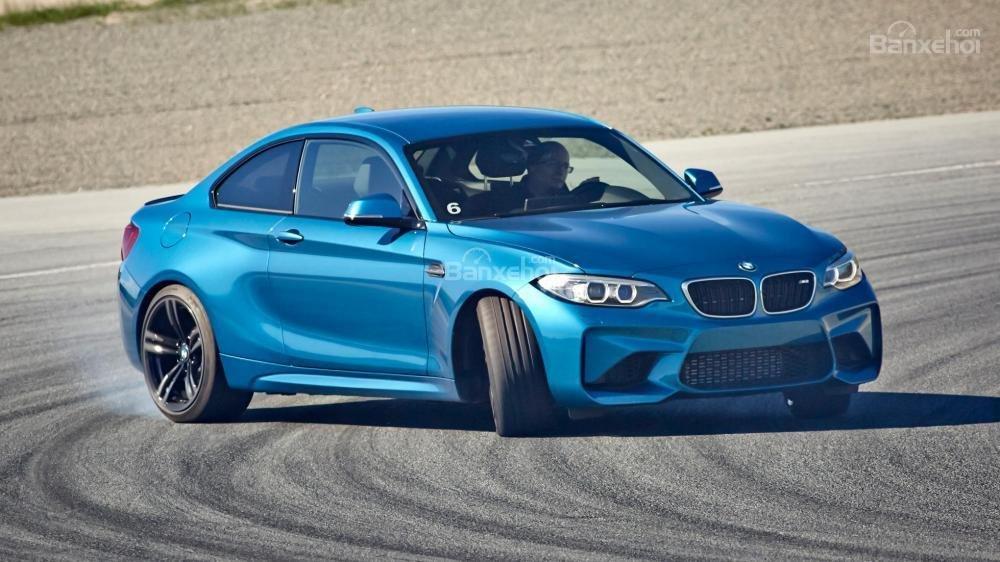 Đánh giá xe BMW M2 2016: Thiết kế táo bạo, hiệu suất ấn tượng.
